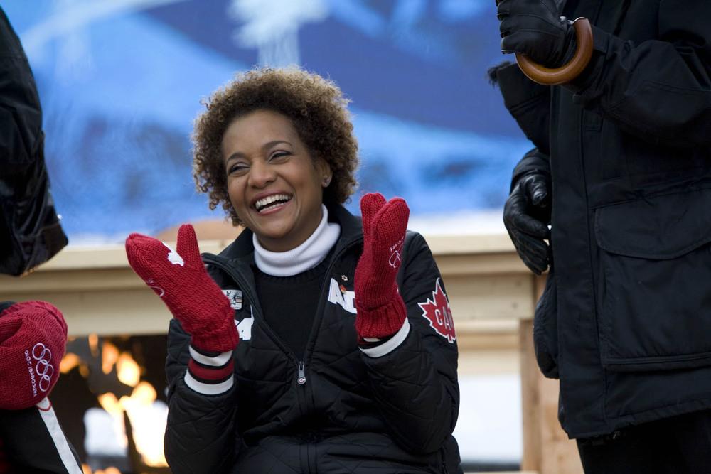 En mars 2010, la très honorable Michaëlle Jean ouvre fièrement et d'abord en français, les Jeux olympiques d'hiver de Vancouver et organise forums, débats et activités culturelles pour les jeunes.