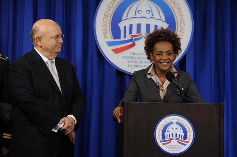 La gouverneure générale a profité de sa visite en République dominicaine pour remercier les Dominicaines et Dominicains de l'aide qu'ils ont offert à leur voisin, Haïti, à la suite du tremblement de terre qui a coûté la vie à des milliers d'Haïtiennes et d'Haïtiens.