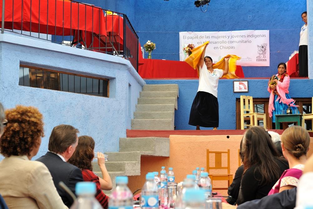 Le 9 décembre 2009 — La gouverneure générale rencontre des membres de la communauté de San Cristóbal au Chiapas (Mexique).