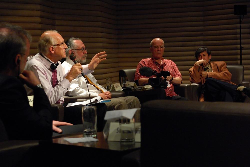 Le 8 décembre 2009 — Forum du Point des arts de Son Excellence Jean-Daniel Lafond sur les arts, les nouveaux médias et la diversité culturelle à l'Université nationale du Mexique.