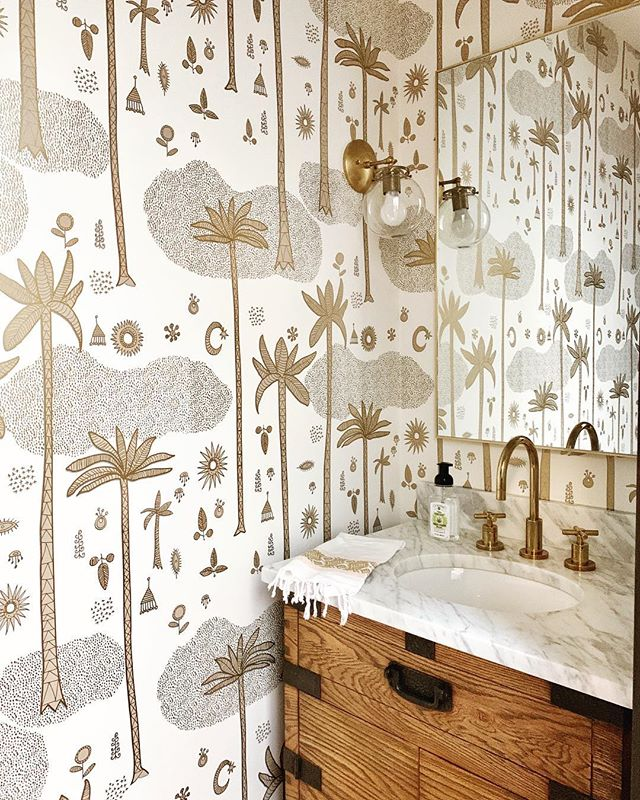 Going into this powder room might just qualify as going on a mini vacay... 🌴🌴🌴 I love this @justinablakeney for @hyggeandwest wallpaper in the gold and cream colorway we used! Happy Spring Break, friends, we're almost there! #beccastephensinteriors #interiordesign #austintx #austindesigner #atxdesign #homedecor #homestyling #casualluxury #bathroomdesign #bathroomdecor #bathroomremodel #bathroomrenovation