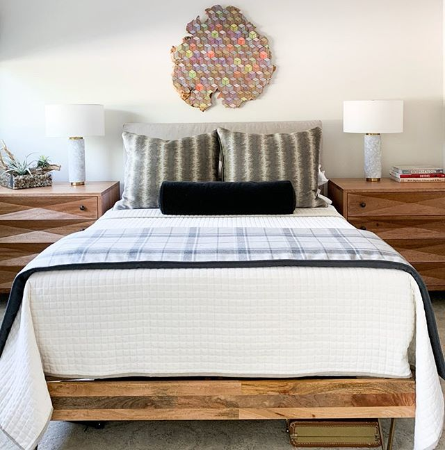 Master bedroom installation today for our art-obsessed client! ✨🎨✨ We wanted the amazing wood slice piece by Jason Middlebrook to be the main focus of this room, so we slipcovered our client's existing wood headboard and added custom neutral masculine bedding with interesting patterns that don't overpower the art. The side chests give our client lots more storage and help pull together a polished but natural look. 👏🏼👏🏼👏🏼 to @aliciaemrart for finding the art and @plushhomefabric for fabricating the perfect bedding pieces! #beccastephensinteriors #interiordesign #bedroomdesign #bedroomstyle #casualluxury #artinspired #homedecor #homestyle #austindesigner