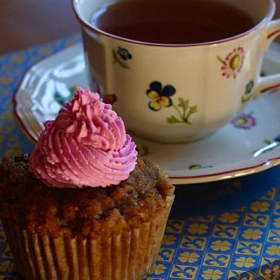 My Sunday indulgence of fermented beet juice and maple syrup cream cheese frosting atop a gluten free cupcake accompanied by cup of Lapsang Souchong tea. Hope you are having a relaxing Sunday morning too. #gourmetfood #glutenfree #culturedfood #cupcakes #tea #tealover #cheeselovers #beets #fermentedfoods #foodporn #gourmet #guthealth #micobiome #probiotics #sundays #lactofermentation #sweettreats