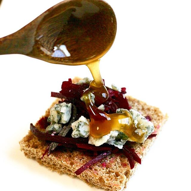 Lacto-fermented beets and apples with raw blue cheese from @pennyroyalfarm, topped with a drizzle of honey given to me by my fermentation and fungi mentor, Nicole of @matsutake2015. A taste of heaven on a homemade sourdough cracker! Yup, I snack well. #guthealth #rawcheese #bluecheese #lactofermentation #beets  #wildhoney #honey #honeybee #sourdough #microbiome #farmtotable #lactobacillus #gourmetfood #appetizers #healthyfoods #culturedfood