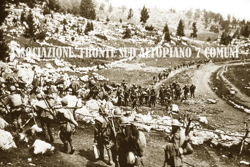 22 - Fanterie italiane a Magnaboschi.jpg