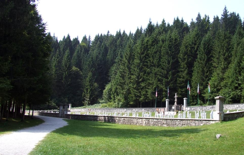 07 -  cimitero italiano di Magnaboschi.JPG