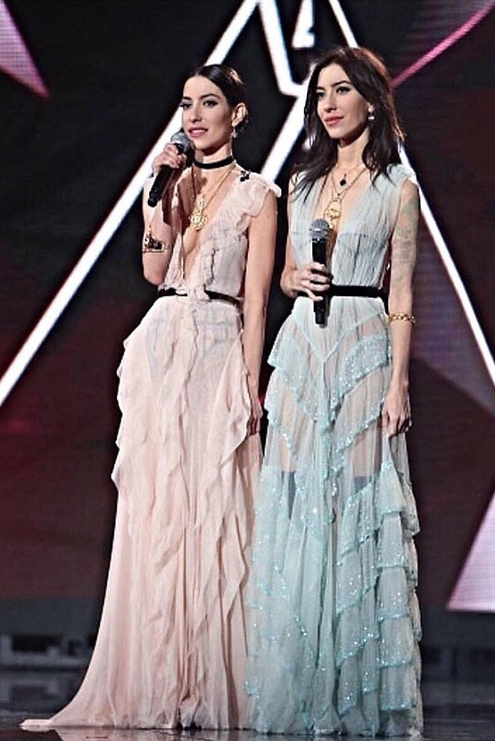 THE VERONICAS WEARING AU REVOIR LES FILLES JEWELLERY JEWELRY AT SYDNEY ARIAS MUSIC AWARDS 2016 LOOKING BEAUTIFUL GODDESSES PASTEL DRESSES STUNNING DREAMY FRILLY BABY PINK BABY BLUE GOLD BLING