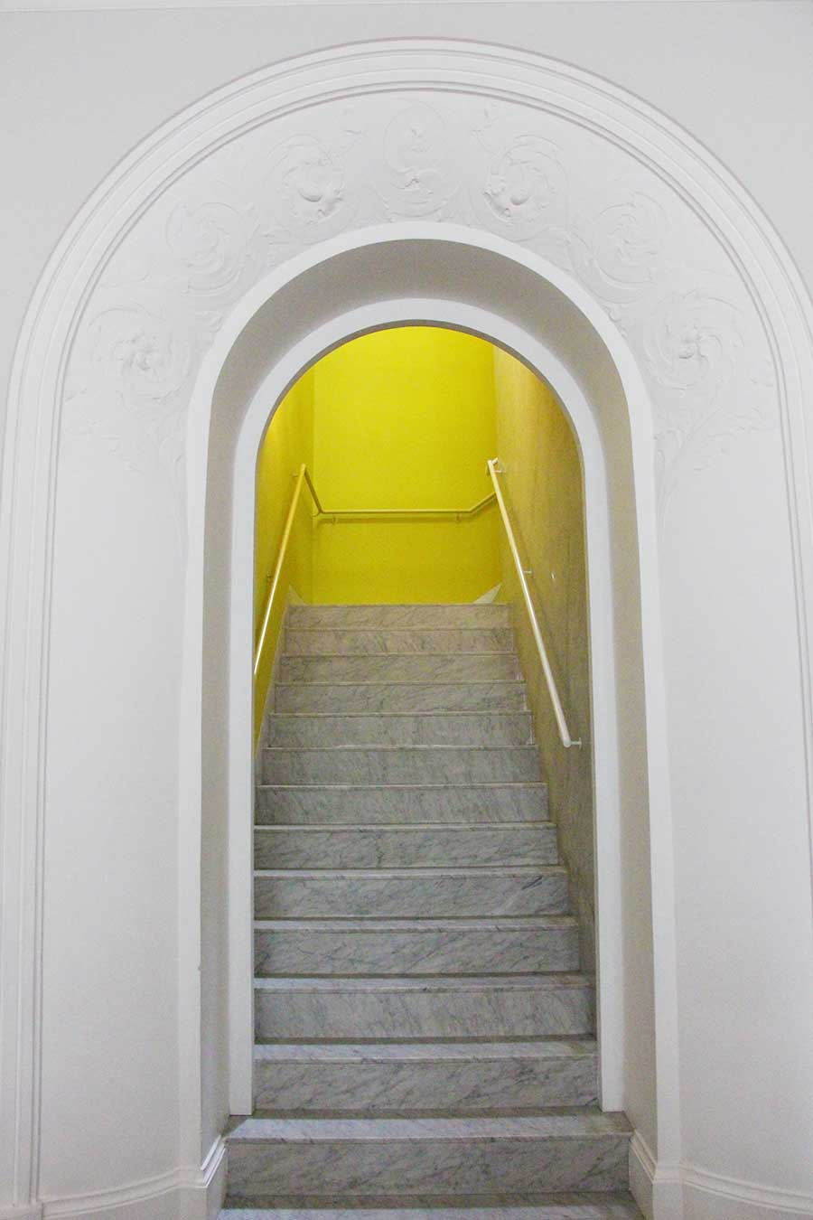 arc-interiors-stairs-colonial-arquitecture-lima-peru.jpg
