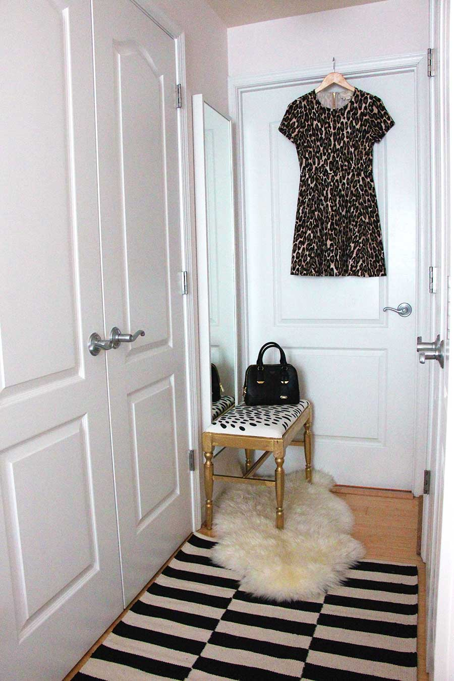closet-styling-blush-walls-black-and-white-chic.jpg