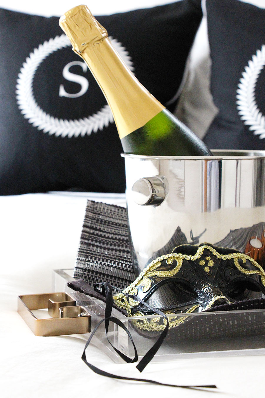 champagne-for-two-in-bed-sexy-date-night.jpg