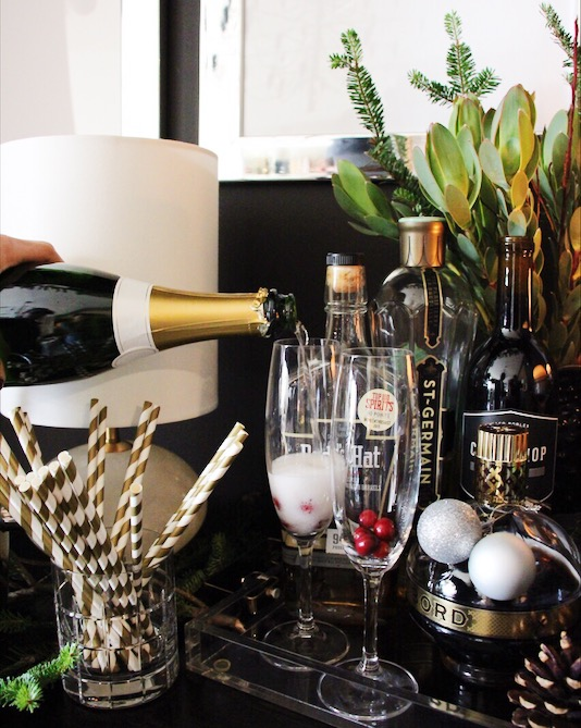 champagne-bar-holidays-christmas-decor