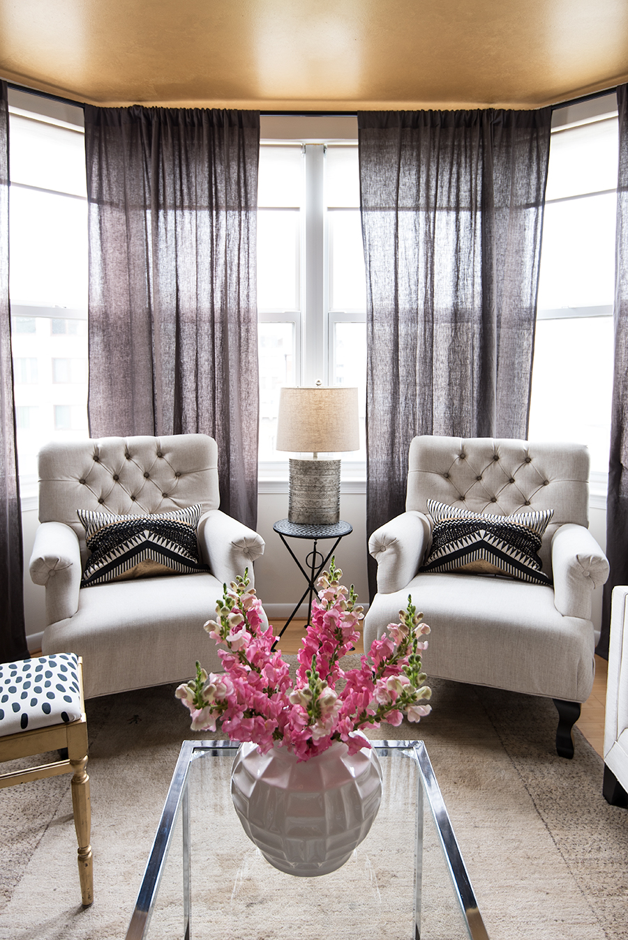 bay-windows-seating-area-dc-apartment-washington-dc-splendor-styling-mariella-cruzado.jpg