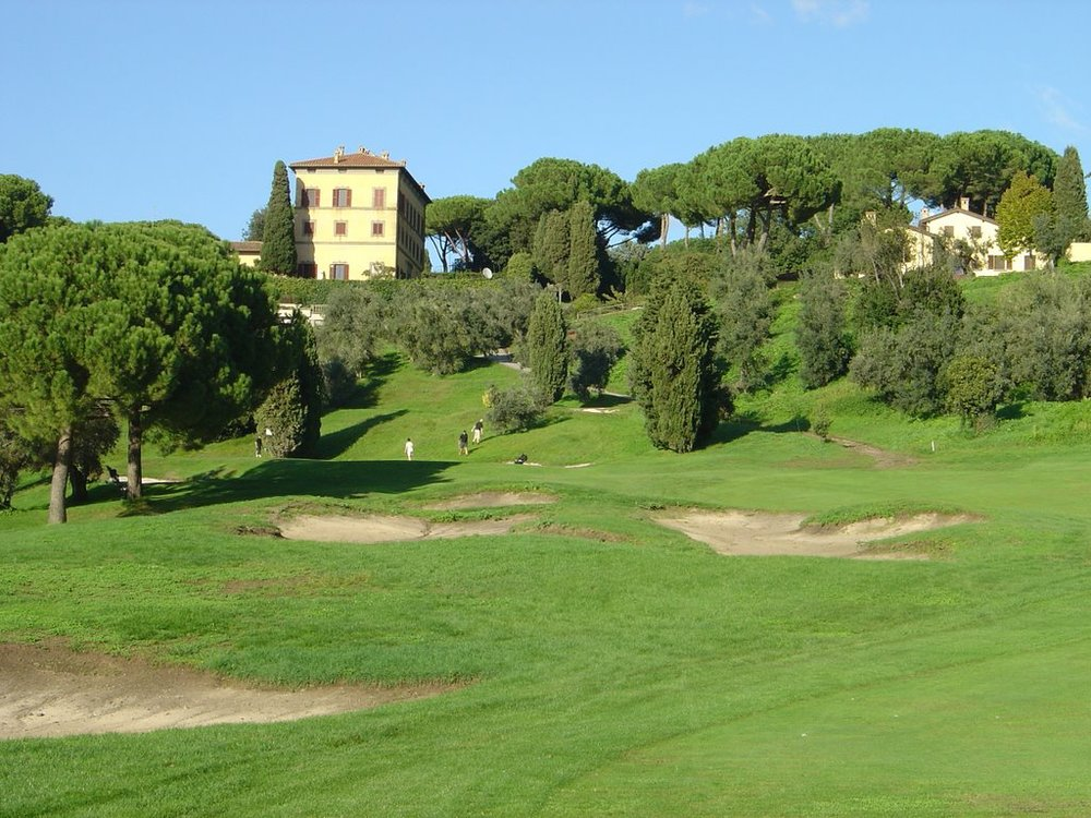 GOLF   There are many golf clubs within driving distance from Villalba. The best is located in Castel Gandolfo:  www.countryclubcastelgandolfo.com .