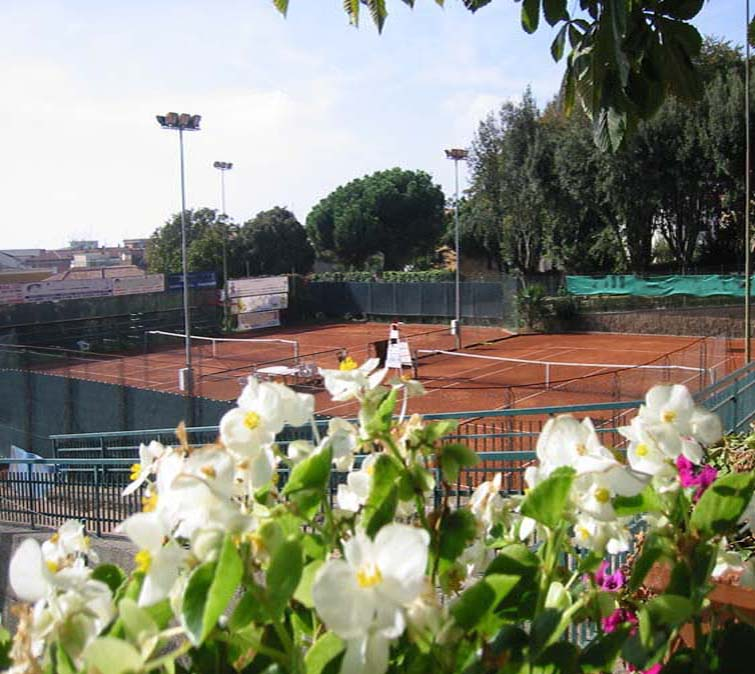TENNIS   You can play tennis in Genzano and Ariccia. In Genzano you have to contact Campo Sportivo, located in the center of the town. In Ariccia you drive from Villalba to Genzano and then to Ariccia. When you enter Arricia you will find tennis courts on the right side.