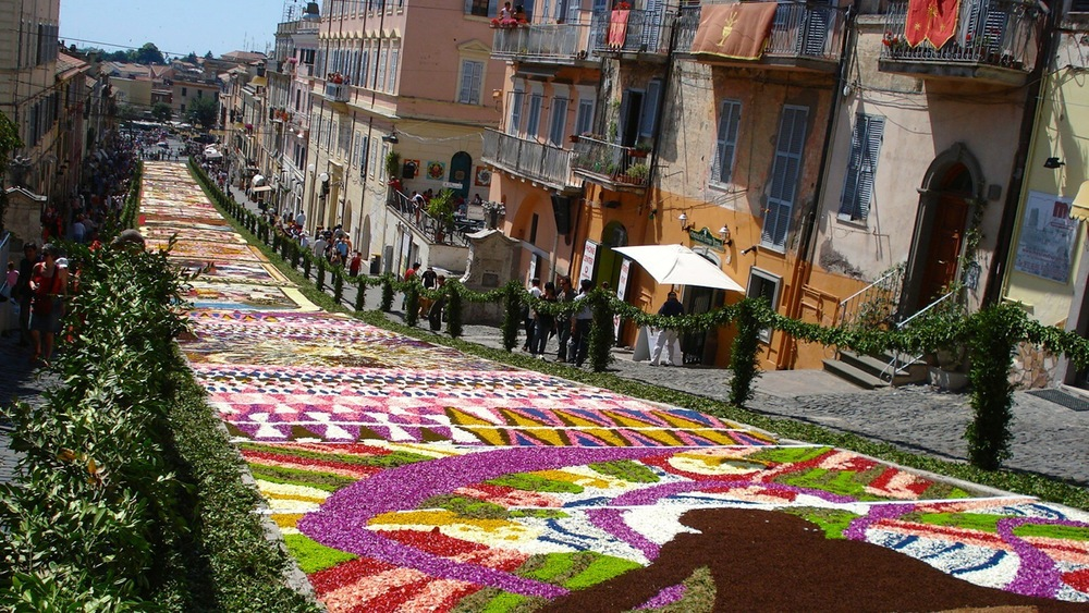 "GENZANO   This is the nearest village to Villalba. Here you find nice bars, restaurants and good shopping. Every year in June it is here they have the ""Genzano Infiorata"" - the flower festival."
