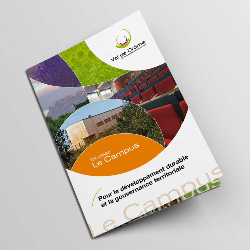 Bifold-Brochure-Mockup-Plaquette-Campus-01.jpg