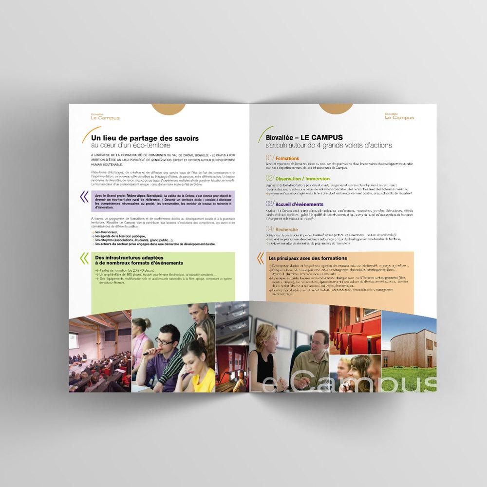 Bifold-Brochure-Mockup-Plaquette-Campus-03.jpg