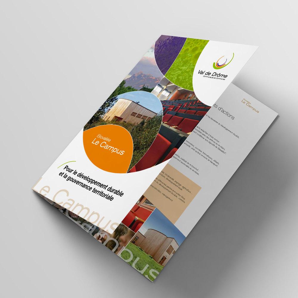 Bifold-Brochure-Mockup-Plaquette-Campus-02.jpg