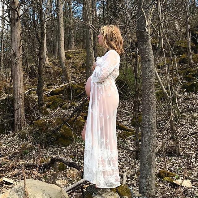 34 Weeks on Next Full Moon 🌕 • • • • • #dueinmay #expectingwomban #mindfulmamascollective #tribedemama #impromptuphotpsbyaaron #sograteful #thirdtrimester #amamashares #wombwellness #amamaexpands #expectingmom #mayaabdominaltherapy #mamapreneur #mompreneur #healersofig #ighealers #motherhoodintheraw #motherhoodrising #goddessrising
