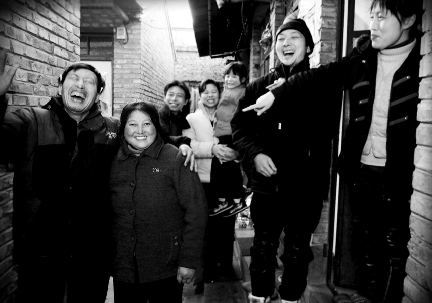 February 6th, 2008, Lunar New Year's Eve.Because of a major ice storm in China, the three families couldn't make it back to their hometown.They stayed in Beijing, celebrating the new year together.For most migrant workers, Lunar New Year's break is the only time of year they get to go home and visit their families.