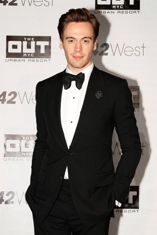 Actor Erich Bergen performs at Sparkle 12.7.14 wearing custom black matte glitter Fleur by Fleur'd Pins.jpg