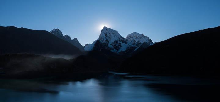 Gokyo lake at dawn