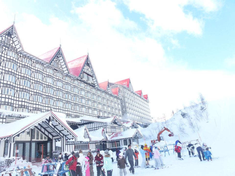 The gothic slope side hotel in Cortina, Hakuba has all the facilities including numerous Onsen spa pools, saunas and plunge pools, multiple restaurants and great service.
