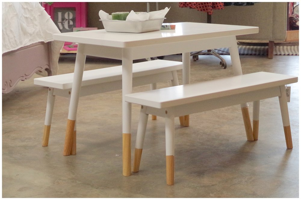 Super-cute kids' table and benches