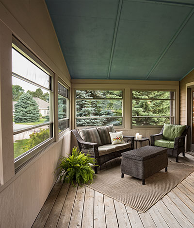 Top and bottom retractable screens let in fresh air while keeping bugs out.