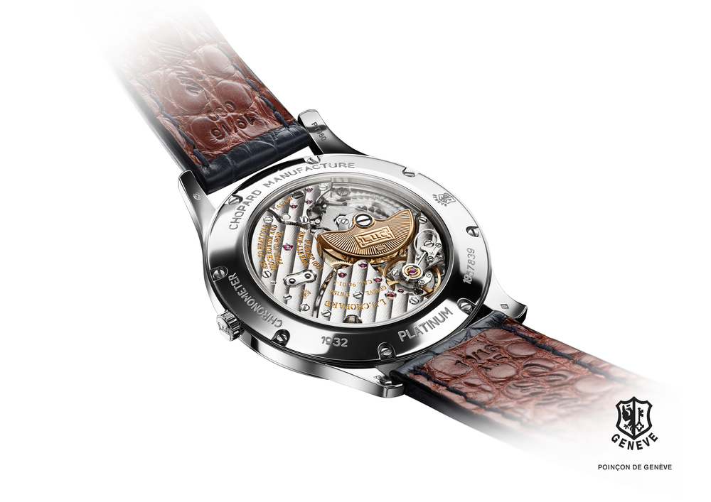 A view of this magnificent automatic movement through a sapphire-crystal exhibition caseback.