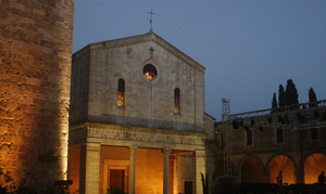 chiusi+cathedral+square.jpg