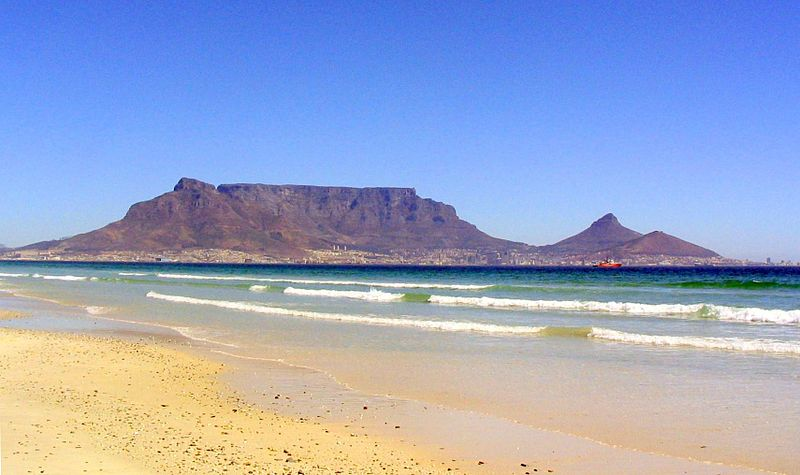 800px-Table_mountain_and_the_ocean_cape_town.JPG