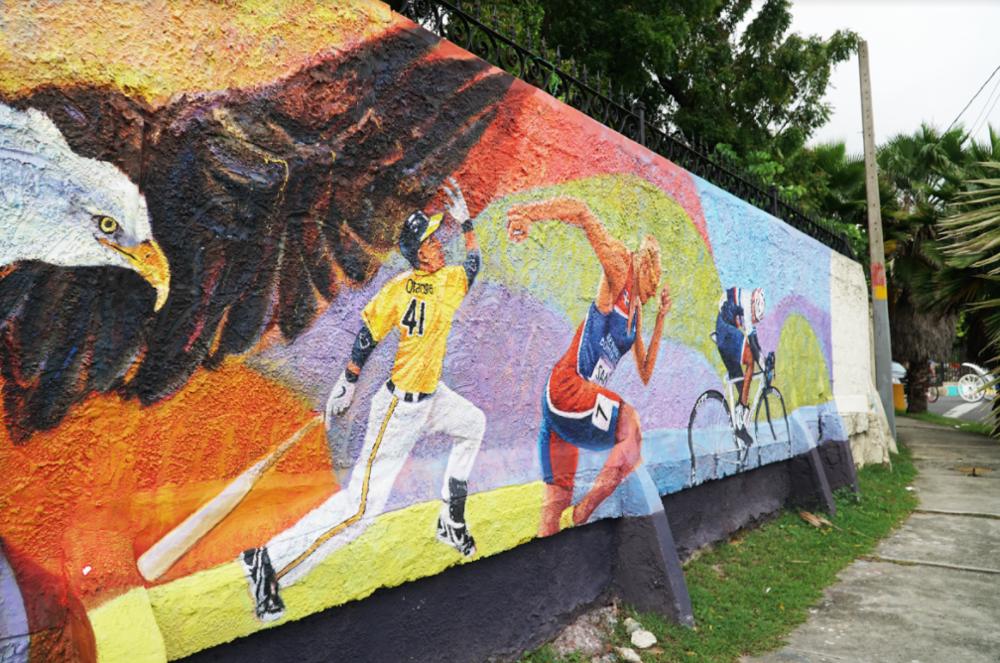 Dominican athletes, featuring Felix Sanchez, Olimpic Gold Medalist / Deportistas Dominicanos, entre ellos Félix Sánchez corredor Olímpico y ganador de Oro. Ave - Las Carreras Frente al parqueo del Monumento