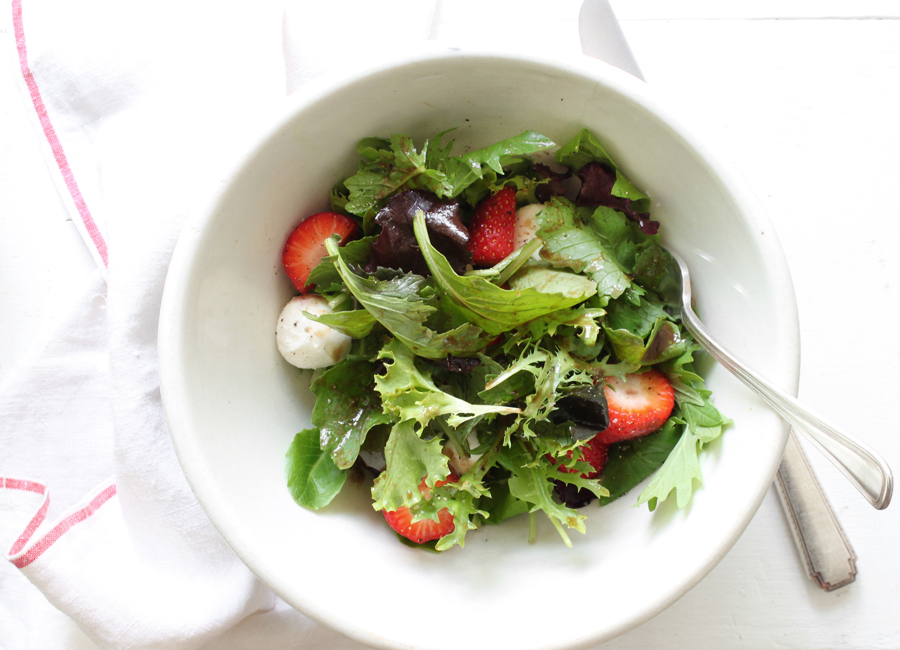 strawberry bocconcini salad