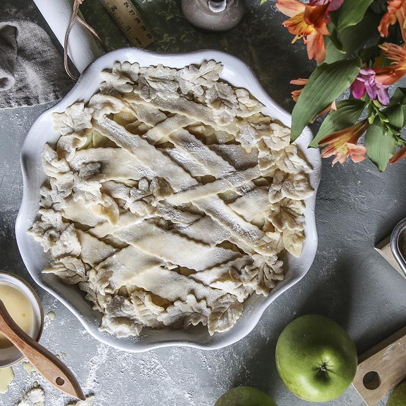 vanilla apple pie with cinnamon whipped cream