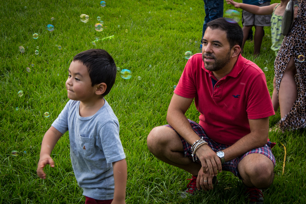 Father_and_Son_Bubbles_2.jpg