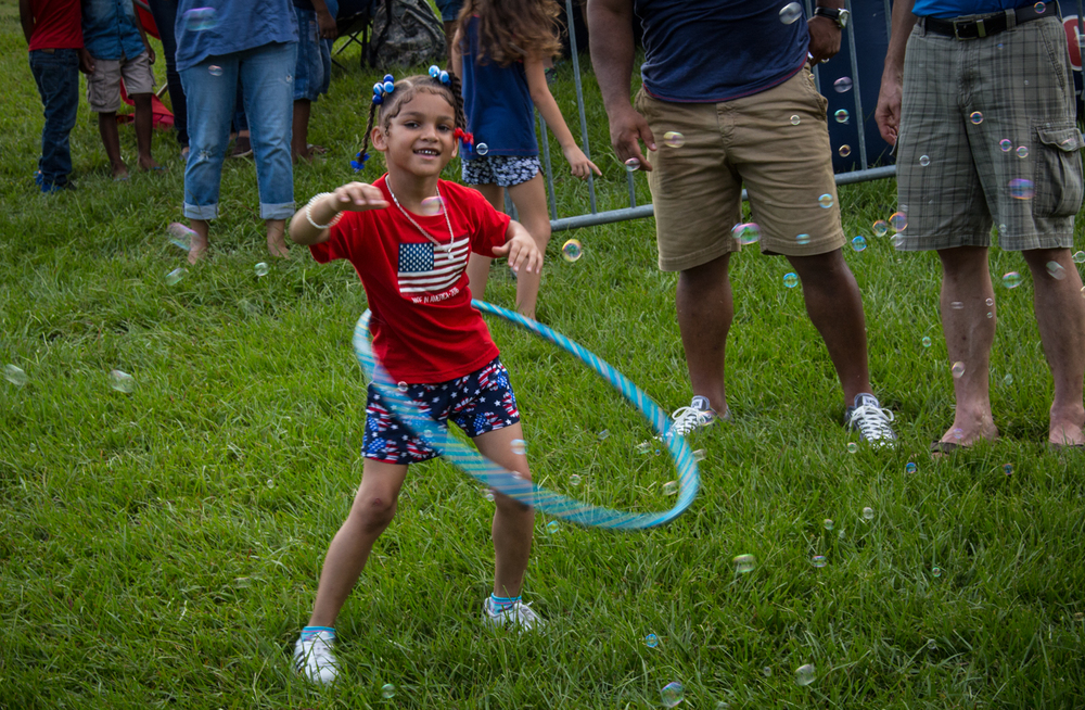 Kid Hula-Hooping_1.jpg
