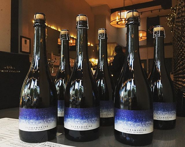 The very day that @crusewine is named Winemaker of the Year by @sfchronicle , his very limited @ultramarinewine Bubbly arrives!!! That's a Win-Win!!! 🍾 Get yours today! #westcoast #onlythebest #heintzvineyard #bubbles #unionstreet #marina #cowhollow #westcoastwines