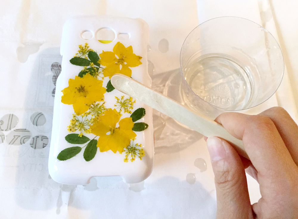 Thencomescolor diy pressedflower phonecase spreading