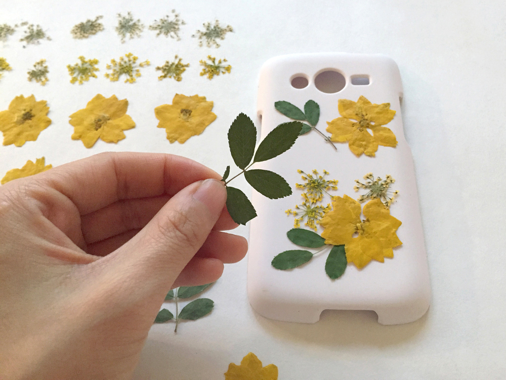 Thencomescolor diy pressedflower phonecase 1
