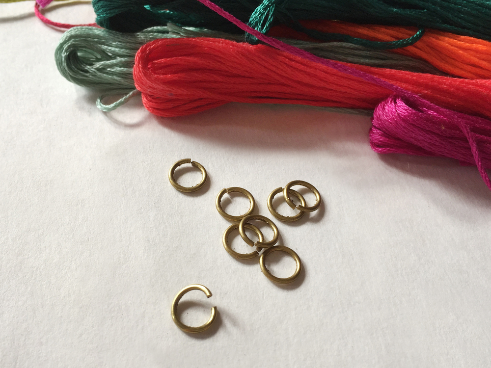ThenComesColor_Tassel_Necklace_wrapping1.jpg