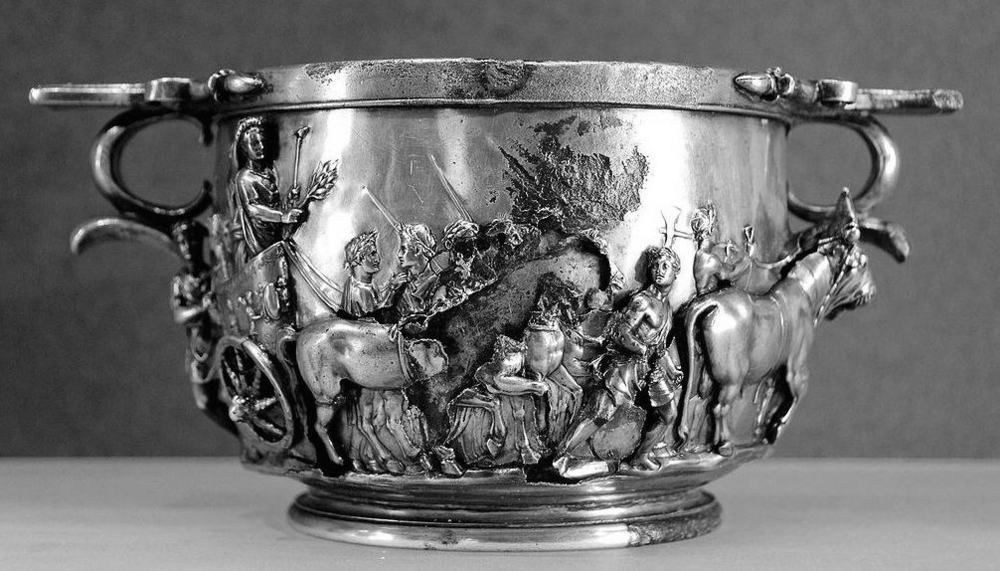 The triumph of Tiberius, skyphos from the Boscoreale Treasure, late 1st century BC - nearly 1st century AD, silver with repoussè decoration, height: ca. 10 cm, diameter: ca. 12 cm (20 cm with the handles), Louvre Museum, Department of Greek, Etruscan and Roman antiquities, Sully, first floor, Salle Henri II, room 33, 1895 from Villa della Pisanella, Boscoreale, (C) Marie-Lan Nguyen