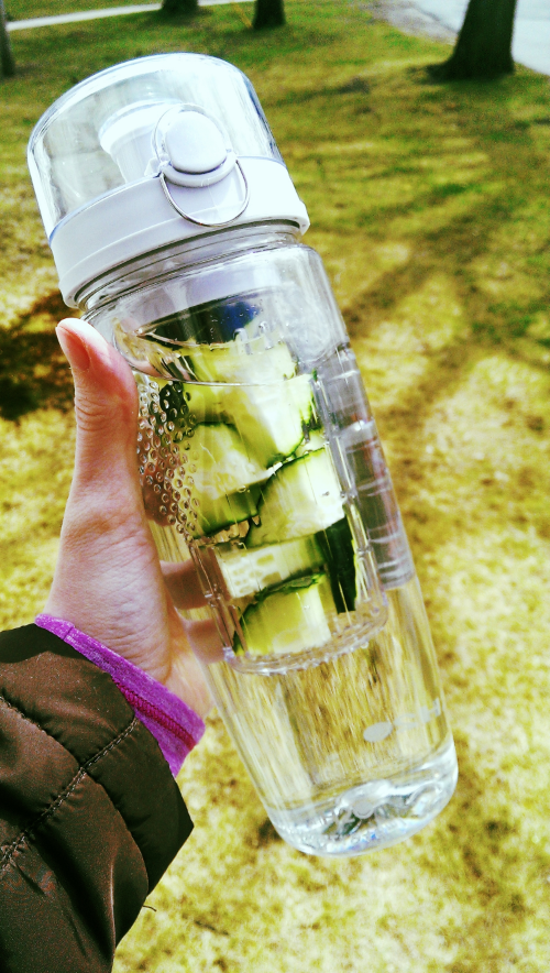 Infusion H2O water bottle with cucumber water