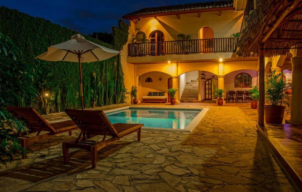 3. Granada Hotel.jpg