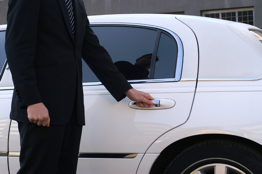 5-iStock_000005560076Small-limousine-driver.jpg