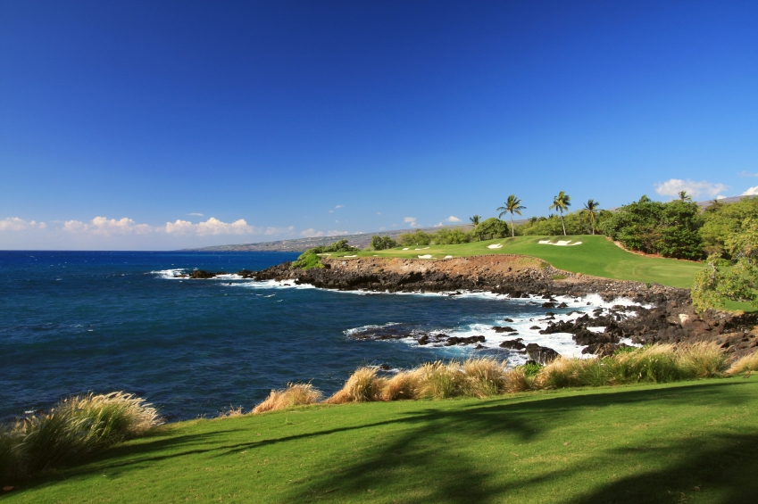 30-iStock_000013462535Small-big-island-hawaii-ocean-front-golf-course.jpg
