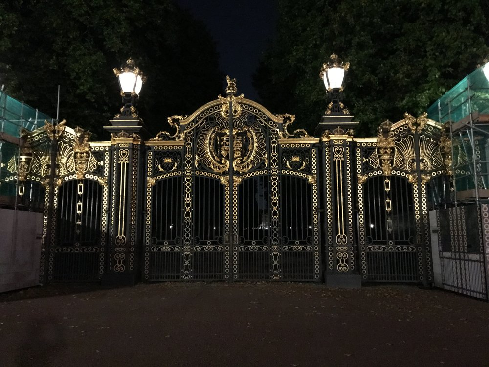 Gilded gates to The Mall