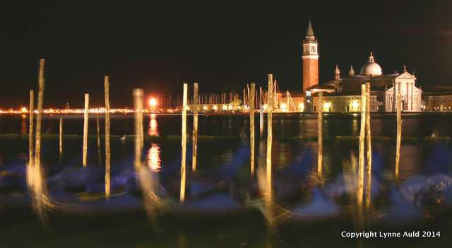Gondolas at night2.jpg