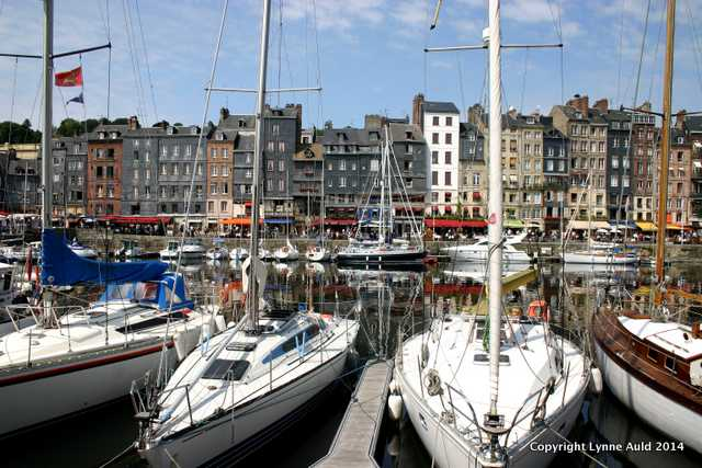 Honfleur harbor boats.jpg