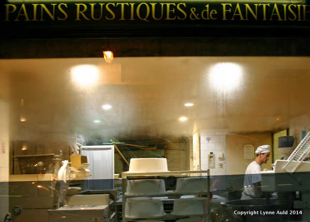 Bakery at night, Paris